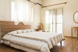 Спальня 2. Кипр, Декелия - Ороклини : Прекрасная вилла с бассейном в 115 метрах от пляжа, 4 спальни, 3 ванные комнаты, барбекю, парковка, Wi-Fi