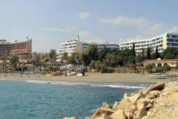 Ближайший пляж. Кипр, Айос Тихонас Лимассол : Современные односпальные апартаменты с балконом с видом на бассейн и море всего в 2 минутах ходьбы от пляжа для 3-х гостей