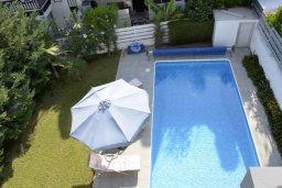 Бассейн. Кипр, Св. Рафаэль Лимассол : Современная вилла в стиле Hi-Tech с 4-мя отдельными спальнями для 8-ми гостей в престижном районе Лимассола.