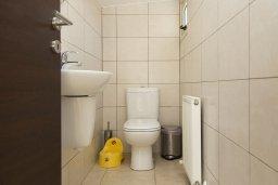 Туалет. Кипр, Декелия - Ороклини : Прекрасная вилла с бассейном в 125 метрах от пляжа, 2 спальни, 2 ванные комнаты, барбекю, парковка, Wi-Fi