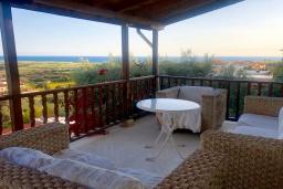 Балкон. Кипр, Эпископи : Деревенская вилла с 3-м спальнями на 7 человек с прекрасным видом на полуостров Акротири.