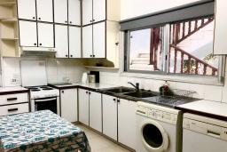 Кухня. Кипр, Эпископи : Деревенская вилла с 3-м спальнями на 7 человек с прекрасным видом на полуостров Акротири.