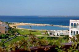 Вид на море. Кипр, Центр Лимассола : Роскошная удивительная квартира в Лимассоле с барной стойкой на крыше с 360-градусным видом на океан, город и горы, 3-мя спальнями для 6-ти гостей в комплексе с бассейном и зеленым садом