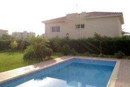 Бассейн. Кипр, Гермасойя Лимассол : Уютная вилла с 3 спальнями с собственным бассейном в центре Лимассола в 300 метрах от моря для 6-ти гостей