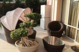 Веранда. Кипр, Айос Тихонас Лимассол : Очаровательная вилла с 3 спальнями с частным бассейном, в комплексе с общим и детским бассейном, тренажерным залом, прекрасным садом и теннисным кортом