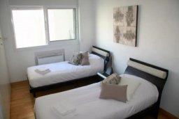 Спальня. Кипр, Дасуди Лимассол : Роскошный апартамент на берегу моря с 3-мя спальнями, расположен в комплексе с общим большим бассейном, детским бассейном и садом