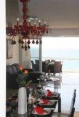 Гостиная. Кипр, Дасуди Лимассол : Роскошный апартамент на берегу моря с 3-мя спальнями, расположен в комплексе с общим большим бассейном, детским бассейном и садом