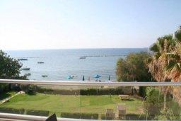 Вид на море. Кипр, Дасуди Лимассол : Роскошный апартамент на берегу моря с 3-мя спальнями, расположен в комплексе с общим большим бассейном, детским бассейном и садом