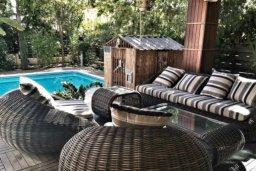 Патио. Кипр, Св. Рафаэль Лимассол : Роскошная вилла с 5-ю спальнями, с бассейном, уютной lounge-зоной, барбекю, расположена в закрытом комплексе всего в 200 метрах от моря