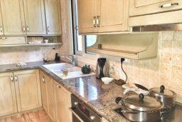 Кухня. Кипр, Св. Рафаэль Лимассол : Роскошная вилла с 5-ю спальнями, с бассейном, уютной lounge-зоной, барбекю, расположена в закрытом комплексе всего в 200 метрах от моря