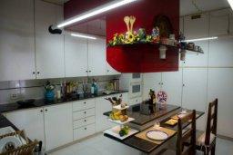 Кухня. Кипр, Св. Рафаэль Лимассол : Эксклюзивный апартамент на берегу моря, с 3-мя спальнями, в комплексе с детским и взрослым бассейном, садом, теннисным кортом и сауной