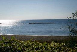 Вид на море. Кипр, Св. Рафаэль Лимассол : Эксклюзивный апартамент на берегу моря, с 3-мя спальнями, в комплексе с детским и взрослым бассейном, садом, теннисным кортом и сауной