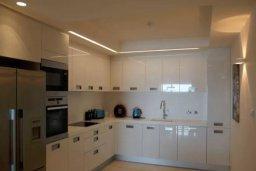 Кухня. Кипр, Центр Лимассола : Роскошные апартаменты на берегу моря, с 3-мя спальнями, в комплексе с бассейном, spa-центром и фитнес клубом