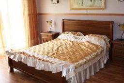 Спальня. Кипр, Св. Рафаэль Лимассол : Чудесная вилла с 3-мя спальнями, с бассейном, тенистой террасой с патио и барбекю