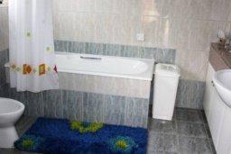 Ванная комната. Кипр, Св. Рафаэль Лимассол : Чудесная вилла с 3-мя спальнями, с бассейном, тенистой террасой с патио и барбекю
