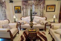 Гостиная. Кипр, Айос Тихонас Лимассол : Величественная вилла класса люкс с 7 спальнями, с бассейном, панорамным видом на море и зелёным садом, расположена в Лимассоле