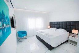 Спальня. Кипр, Центр Лимассола : Роскошные апартаменты с 2-мя спальнями для 4-ти гостей c потрясающим видом на залив Лимассола