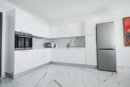Кухня. Кипр, Центр Лимассола : Роскошные апартаменты с 2-мя спальнями для 4-ти гостей c потрясающим видом на залив Лимассола