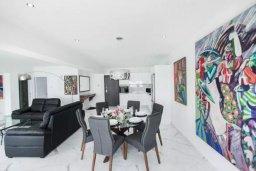 Гостиная. Кипр, Центр Лимассола : Роскошные апартаменты с 2-мя спальнями для 4-ти гостей c потрясающим видом на залив Лимассола