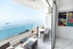 Балкон. Кипр, Центр Лимассола : Роскошные апартаменты с 2-мя спальнями для 4-ти гостей c потрясающим видом на залив Лимассола