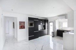 Кухня. Кипр, Центр Лимассола : Роскошные апартаменты с 5-ю спальнями для 10-ти гостей c потрясающим видом на залив Лимассола