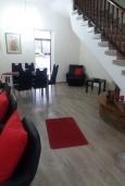 Гостиная. Кипр, Эпископи : Роскошная вилла с 7-мя спальнями, с собственным бассейном и зелёным садом, расположена в Лимассоле для 14-ти гостей