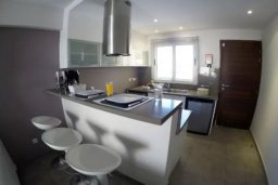 Кухня. Кипр, Перволия : Роскошные апартаменты с 2-мя спальнями для 4-ти гостей всего в 300 метрах от моря, Лимассол