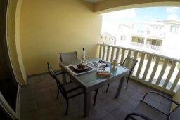 Балкон. Кипр, Перволия : Роскошные апартаменты с 2-мя спальнями для 4-ти гостей всего в 300 метрах от моря, Лимассол