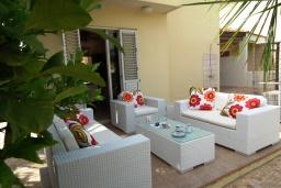 Терраса. Кипр, Перволия : Прекрасная вилла с 3 спальнями с для 6-ти гостей с общим бассейном и двориком