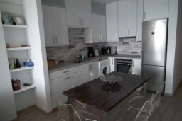 Кухня. Кипр, Ларнака город : Прекрасно расположенная современная квартира в самом центре города, на набережной с 2-мя спальнями для 4-ти гостей, Лимассол