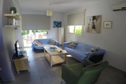 Гостиная. Кипр, Перволия : Прекрасная вилла с 2 спальнями с для 5-ти гостей с общим бассейном и двориком
