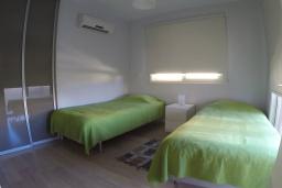 Спальня 2. Кипр, Перволия : Прекрасная вилла с 2 спальнями с для 5-ти гостей с общим бассейном и двориком