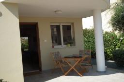 Терраса. Кипр, Перволия : Прекрасная вилла с 2 спальнями с для 5-ти гостей с общим бассейном и двориком