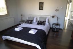 Спальня 2. Кипр, Перволия : Очаровательная вилла с 4-мя спальнями, с бассейном и зелёным садом, расположена в Ларнаке для 8-ми гостей