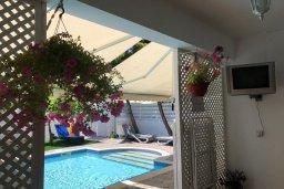 Гостиная. Кипр, Ларнака город : Прекрасная вилла с 4-мя спальнями, с бассейном и зелёным садом, расположена в Ларнаке для 9-ти гостей