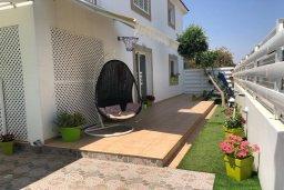 Терраса. Кипр, Ларнака город : Прекрасная вилла с 4-мя спальнями, с бассейном и зелёным садом, расположена в Ларнаке для 9-ти гостей