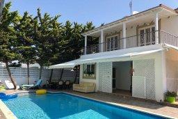 Вид на виллу/дом снаружи. Кипр, Ларнака город : Прекрасная вилла с 4-мя спальнями, с бассейном и зелёным садом, расположена в Ларнаке для 9-ти гостей