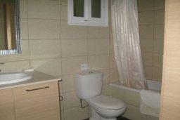 Ванная комната. Кипр, Декелия - Пила : Прекрасные апартаменты с 2-мя спальнями в частном комплексе, с общим бассейном и  садом для 5-ти гостей в Ларнаке