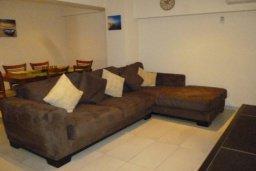Гостиная. Кипр, Гермасойя Лимассол : ДВУХУРОВНЕВАЯ квартира в комплексе с бассейном в Лимассоле в 50м от моря с 2--мя спальнями для 4 гостей