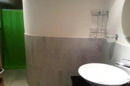 Ванная комната. Кипр, Гермасойя Лимассол : ДВУХУРОВНЕВАЯ квартира в комплексе с бассейном в Лимассоле в 50м от моря с 2--мя спальнями для 4 гостей
