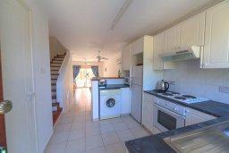 Кухня. Кипр, Айя Марина : Прекрасный таунхаус с 2 спальнями, террасой с патио, расположен в комплексе с бассейном
