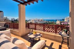 Вид на море. Кипр, Хлорака : Потрясающая вилла с видом на Средиземное море, с 4-мя спальнями, расположена в комплексе с бассейном в 50 метрах от моря