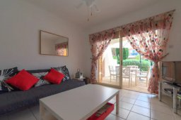 Гостиная. Кипр, Пейя : Уютные апартаменты с 2-мя спальнями для 6-ти гостей всего в 300 метрах от моря