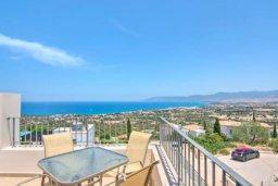 Вид. Кипр, Лачи : Очаровательная вилла с панорамным видом на залив Chrysocou и горы Troodos, с 3-мя спальнями, с бассейном, уютной меблированной террасой на крыше, патио и барбекю