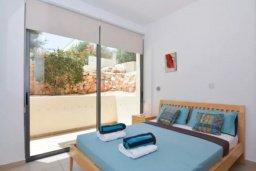 Спальня. Кипр, Лачи : Очаровательная вилла с панорамным видом на залив Chrysocou и горы Troodos, с 3-мя спальнями, с бассейном, уютной меблированной террасой на крыше, патио и барбекю