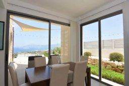 Гостиная. Кипр, Лачи : Очаровательная вилла с панорамным видом на залив Chrysocou и горы Troodos, с 3-мя спальнями, с бассейном, уютной меблированной террасой на крыше, патио и барбекю
