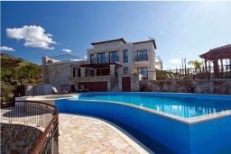 Вид на виллу/дом снаружи. Кипр, Помос : Роскошная вилла с террасой на крыше с панорамным видом на море, с 5-ю спальнями, с пейзажным бассейном, джакузи и lounge-зоной, расположена в горах Ayia Marina