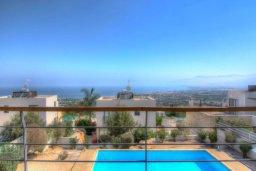 Бассейн. Кипр, Лачи : Современная вилла с панорамным видом на море и горы, с 3-мя спальнями, с бассейном, традиционным кипрским барбекю и патио,  расположена на живописном склоне холма в деревушке Neo Chorion