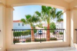 Балкон. Кипр, Корал Бэй : Роскошная вилла с 3-мя спальнями, с бассейном, солнечной террасой с патио и барбекю
