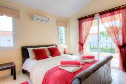 Спальня. Кипр, Корал Бэй : Роскошная вилла с 3-мя спальнями, с бассейном, солнечной террасой с патио и барбекю